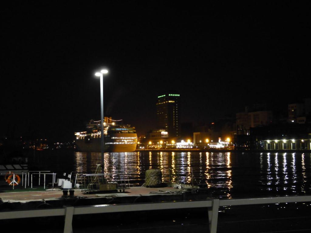 夜の基隆港